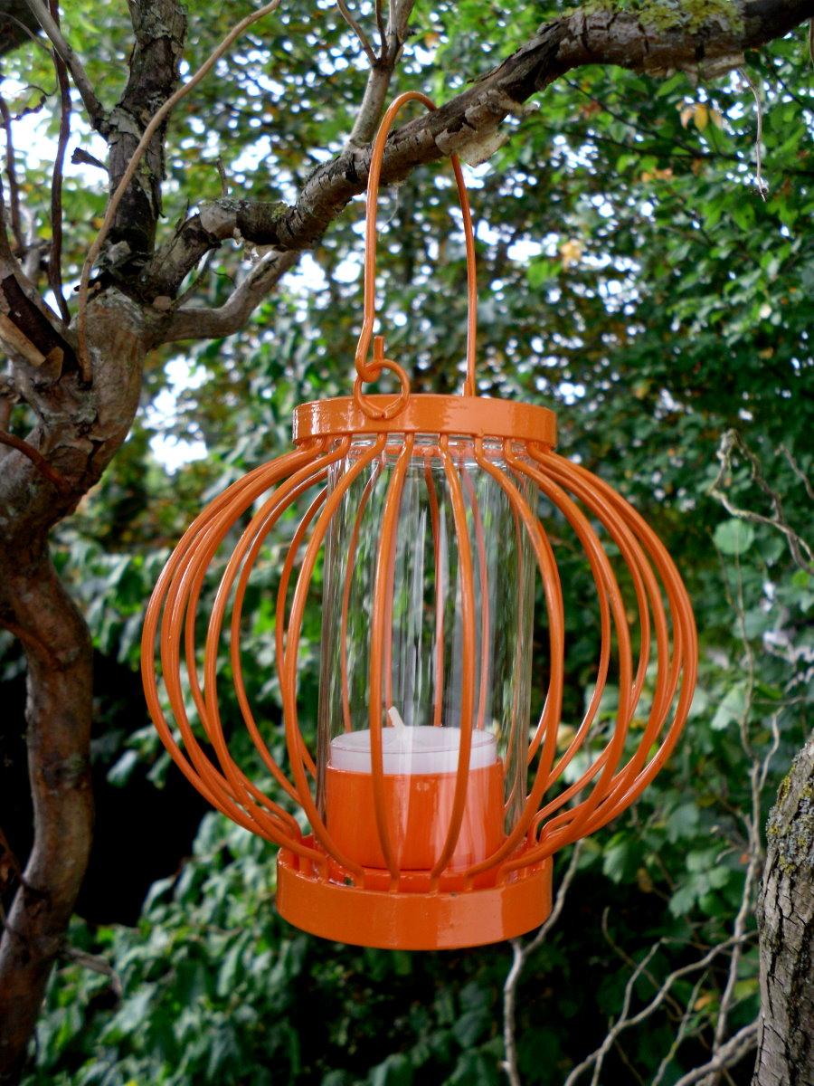 windlicht laterne klein rot oder orange aus metall zum. Black Bedroom Furniture Sets. Home Design Ideas